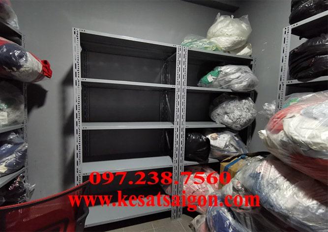 Kệ chứa hàng bằng sắt v lỗ 5 tầng